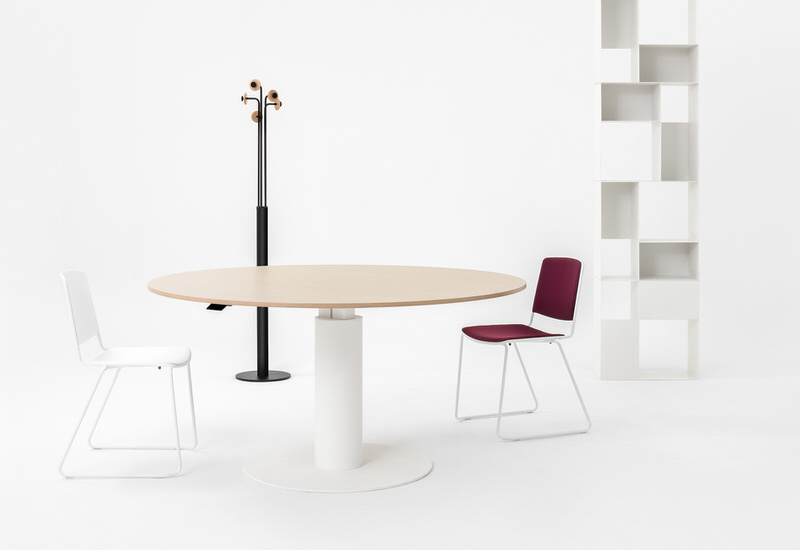 mara_follow-meeting-collection-01_office-round-table-desk-height-adjustable-university-office-metal-