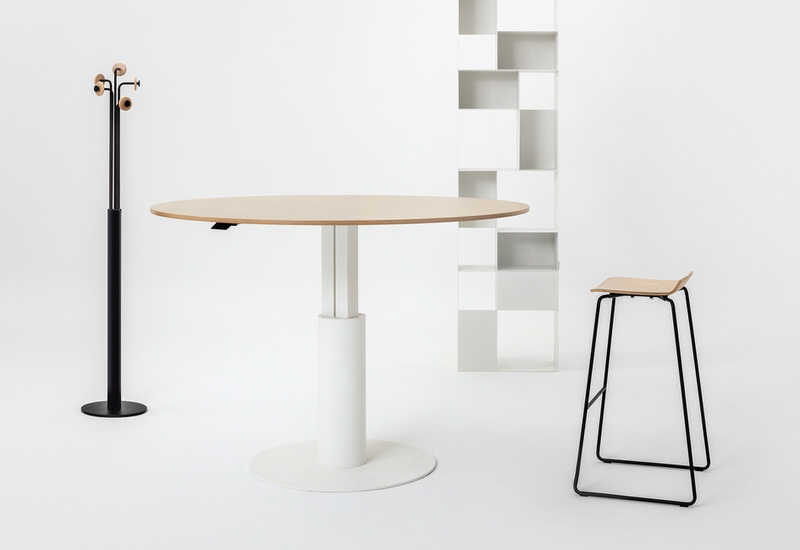 mara_follow-meeting-collection-03_office-round-table-desk-height-adjustable-university-office-metal-